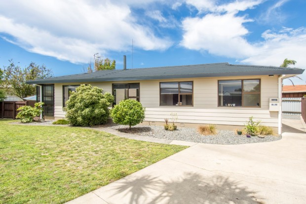 Sunny Four Bedroom in Mount Maunganui